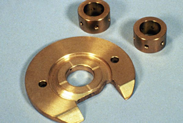 The Schwitzer model 4LHR bearing system components used the classic three-piece bronze bearing system where individual full-floating twin journal bearings where used along with a separate thrust bearing.