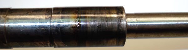 In lack of lubrication extreme wear will tend to look similar to contaminated lube oil (scoring on the internal bearing surfaces), but the telltale is the evidence of discoloration due to heat generated by the lack of lubricating oil where heat from friction causes rapid failure to occur. The turbine shaft will typically show signs of discoloration and even metal transfer from the bearing to the shaft. (Courtesy Honeywell Turbo Technologies)