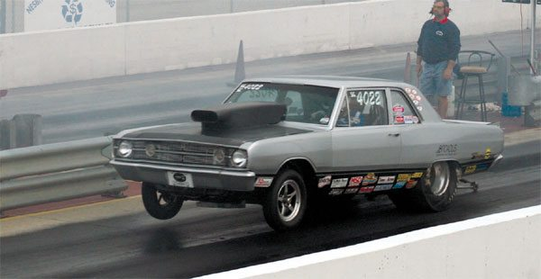 The Chrysler A-Bodies (Dodge Dart/Plymouth Valiant) were lightweight and had plenty of room for both small-block and big-block V-8s. This Caffey Broadus example is launching perfectly. Again, note the level front end, raising about a foot off the ground.