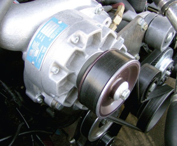 The drive belt for the supercharger can be clearly seen here. A dedicated tensioner is also used to reduce belt slip.