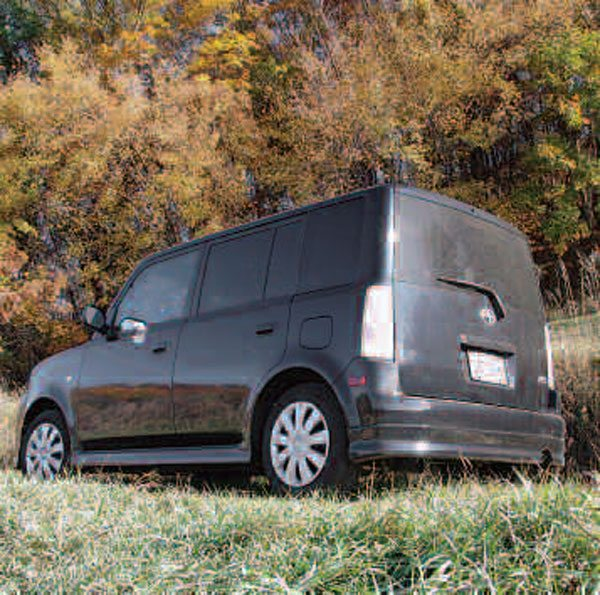 The iconic 2005 Scion xB exhibits very little crown in any of its panels, all are very low-crown. It figures that this anti-car would employ anti-crown stampings.