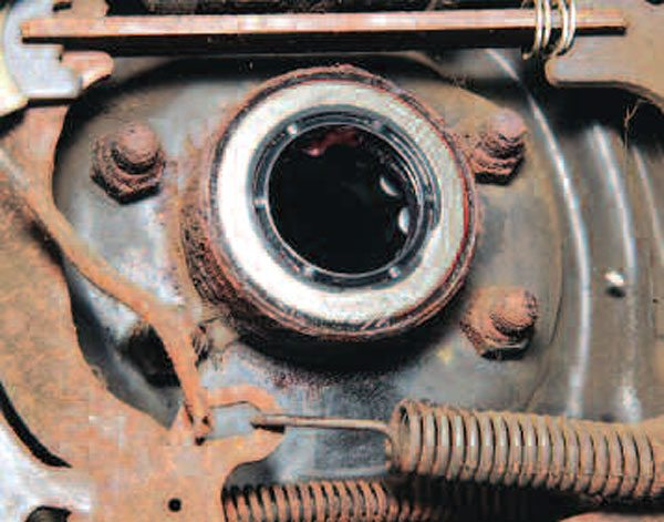 The seal has been properly installed flush with the end of the axle tube. Now you repeat the bearing and seal installation for the other side of the axle. (Randall Shafer)