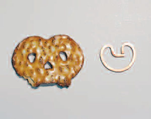 The external-style retaining ring (on the right) bears a resemblance to a pretzel. This ring snaps into the groove in the propshaft yoke ear, as opposed to into the ring on the bearing-cap-style retention.