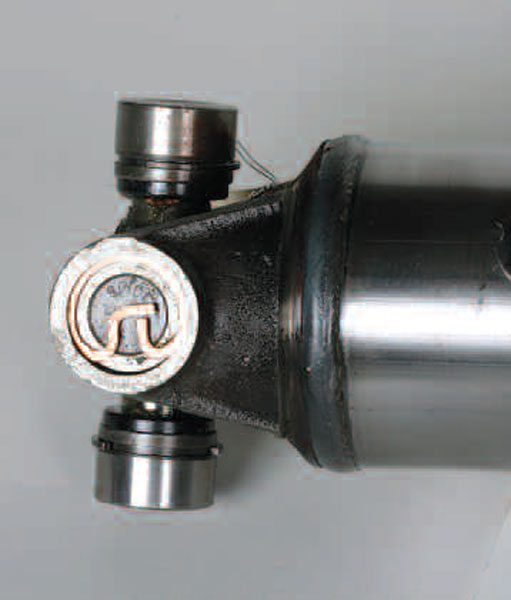 The external pretzel-style ring must properly fit into the groove on the yoke ear. Once installed, the cap is trapped. In addition, this joint has the internal-style retaining rings on the opposite bearing caps.
