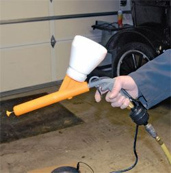 This Chicago Electric gun is ready to use. The powder is in the cup and the cup has been installed on the gun. The air hose with regulator is connected, and I am ready to coat.