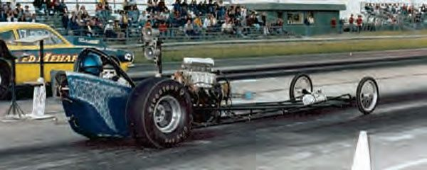 Front engined dragsters were common for many classes, even after they were phased out of the professional ranks. This example raced at Motion Raceway in Assumption, Illinois. (Photo Courtesy David Giles Collection)