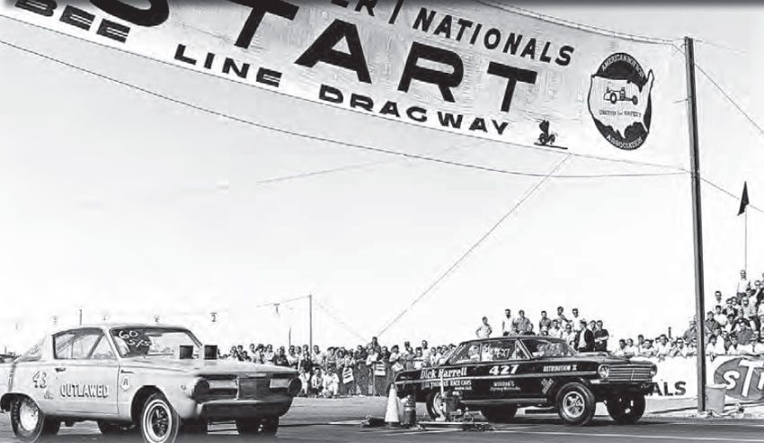 Bee Line Dragway was built in 1963 on a fl at piece of desert property owned by the Salt River Pima-Maricopa Indian Community. Richard Petty is seen here in his infamous Outlawed Barracuda, facing off against Dick Harrell in the first running of the Factory Experimental class, held at the 1965 AHRA Winter Nationals. (Photo Courtesy John Durand)