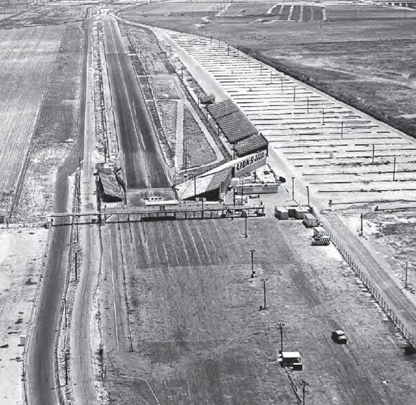 Plentiful parking and staging areas made Lions a great place for big races, which in turn made it an all-time favorite for racing fans. This photo from 1966 shows the legendary track's general landscape, including the catwalk, which gave spectators a great view of the action that only a few other tracks could provide. (Photo Courtesy Don Gillespie Collection)