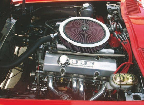 Fig. 1.13. Here, a 434-ci small-block engine is installed in a 1963 split-window Corvette. The project was well planned and engine position was considered so it cleared the hood. The casual observer wouldn't recognize they were looking at a 600+hp engine with a modern fuel injection setup. Only the fuel rails give that away. (Photo Courtesy JE Pro Streets)