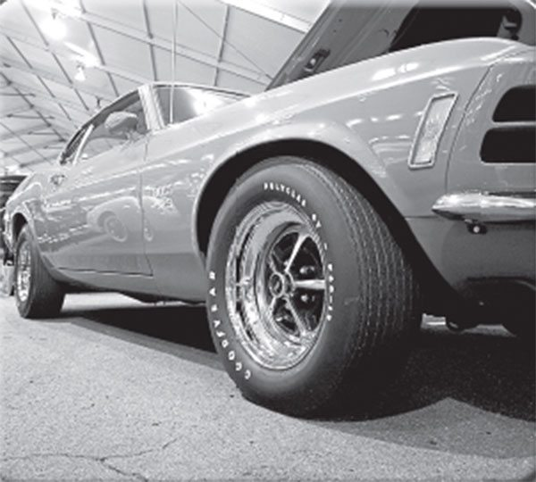 Even though it shares the same 15x7-inch Magnum 500 wheel and Goodyear F60-15 front tire as the Boss 302, the front track of the Boss 429 Mustang is wider. Why?