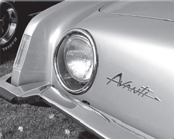 Were more Avantis built with the round or square headlamp-surround molding?