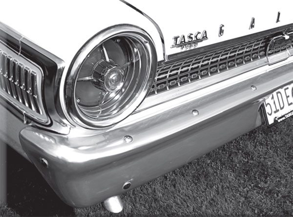 A shiny bumper is a heavy bumper. This was just one of many replacement parts that helped Ford trim 670 pounds from a fl eet of 200 427 Galaxies built in mid 1963.