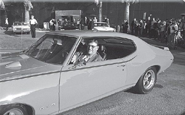Hey Jim, watch your fi ngers! The 1969 Judge trunk spoiler has a nasty habit.