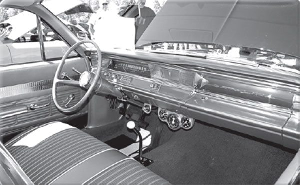 When you're talking about early Pontiac Super Duty cars, don't assume there's always a 4-speed on the other end of the shift handle.