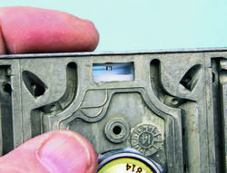SA330_FULLBOOK_Holley Carbs Rebuild_Page_101_Image_0004