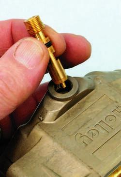 SA330_FULLBOOK_Holley Carbs Rebuild_Page_104_Image_0005
