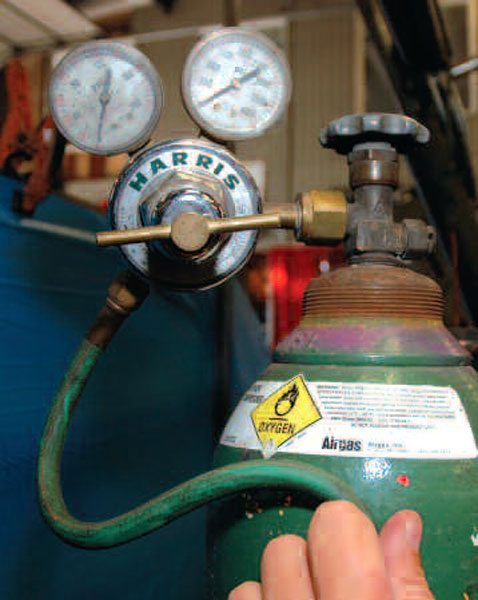 : To set pressure on a regulator, open the valve on the bottle and listen for leaks. The gauge closest to the bottle shows the pressure inside. Turn the valve on the regulator clockwise to increase hose pressure, which reads on the other gauge.