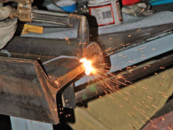 To cut thick material, spend some time preheating the area, then create a puddle before you add oxygen to blow the molten steel out. If you do it right, the oxygen both clears the cut and melts the adjacent metal to continue the cut.