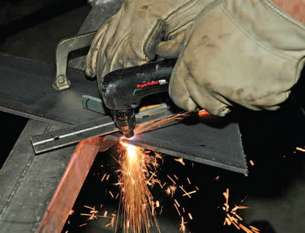 To get a good straight cut, hold or clamp a ruler or even a piece of angle iron to your plate. The plasma jet is in the center of the torch, and you can run the side of the torch against the ruler.