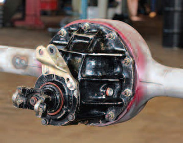 The Ford 9-inch banjo style axle has a cast center section that is painted black and is removed from the front of the axle housing. A series of weld seams joins the multiple pieces, which eventually make up the entire beam portion of the housing.