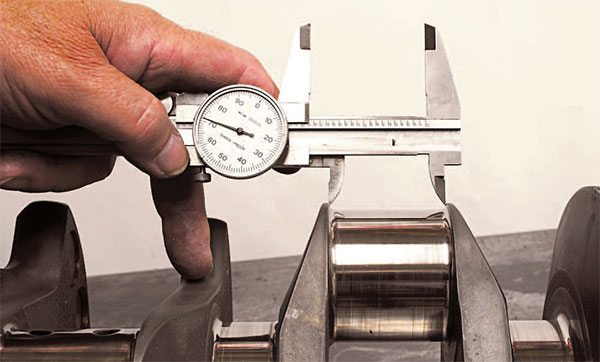 Measure between the rod journal side thrust surfaces to determine the available rod side clearance. Compare this dimension to the combined width of both rods.