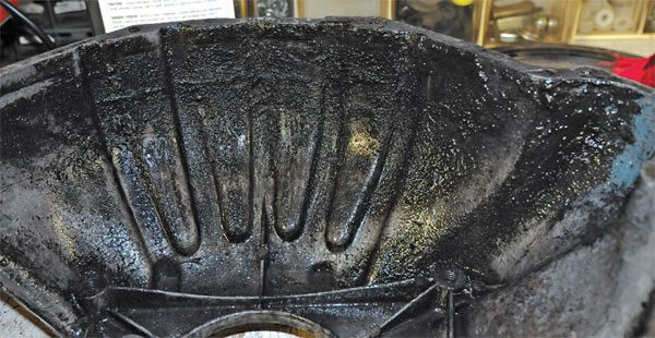 This Corvette bellhousing has years of baked-on grunge on its inner face. Grunge made of oil and clutch abrasive material is notoriously hard to remove.