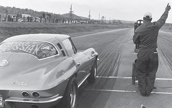 In this region of the United States, many of the areas were a bit hilly, so some tracks had to be carved out of the hills. Some areas, such as Long Island, New York (which had three drag strips in the 1960s), took advantage of the land near water, as it was much flatter. (Photo by T. O'Shea, Courtesy www.doverdragstrip.com)