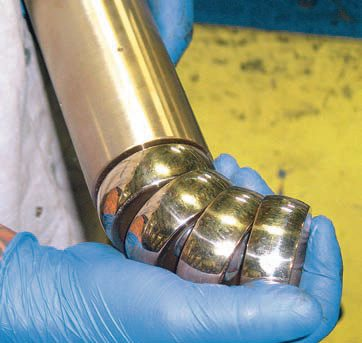 Mandrel balls are able to pivot along a band path. As the pipe is bent within the radius die and its backing shoes, the series of balls follow the bend, providing pipe wall support.