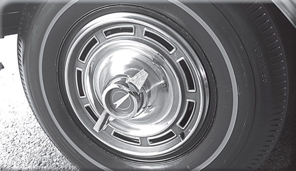 These styled wheel covers were optional on debut-edition 1965 Skylark Gran Sports. Small center caps were standard for those seeking to save a few dollars, or put on a sleeper front.