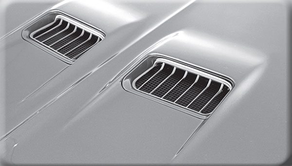 Seemingly ready to collect rain water and snow, Buick thoughtfully designed the (always functional) 1970–1972 Skylark GS hood air scoops to keep the paper fi lter element dry in all weather conditions.