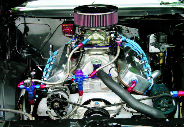 When running nitrous injection, a separate fuel supply must be delivered to the nitrous circuit. Note the individual pressure regulators for the carb and for the nitrous system's fuel.