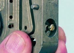 SA330_FULLBOOK_Holley Carbs Rebuild_Page_095_Image_0001
