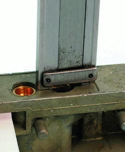 SA330_FULLBOOK_Holley Carbs Rebuild_Page_096_Image_0005